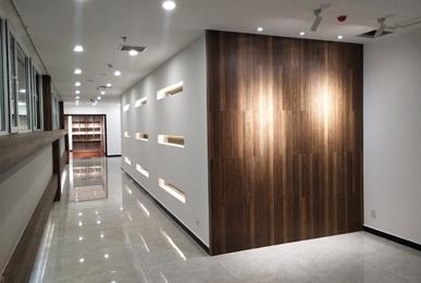 郑州办公空间装修台面地板材料的选择